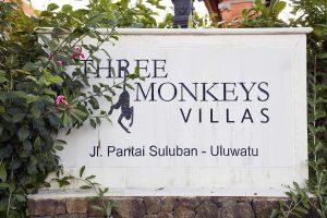 THREE MONKEY VILLAS ULUWATU SURF ACCOMMODATION SIGN